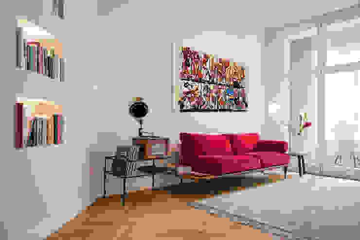 APARTMENT BERLIN II THE INNER HOUSE Moderne Wohnzimmer Grau