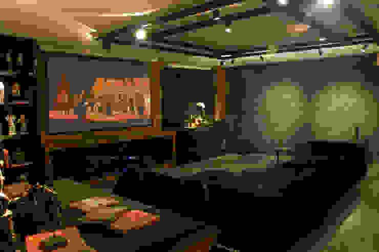 Home Cinema Salas multimídia ecléticas por Bomm Warken Arquitetura S/S Ltda Eclético