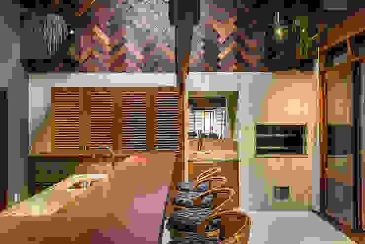 廚房 by Thiago Mondini Arquitetura, 隨意取材風