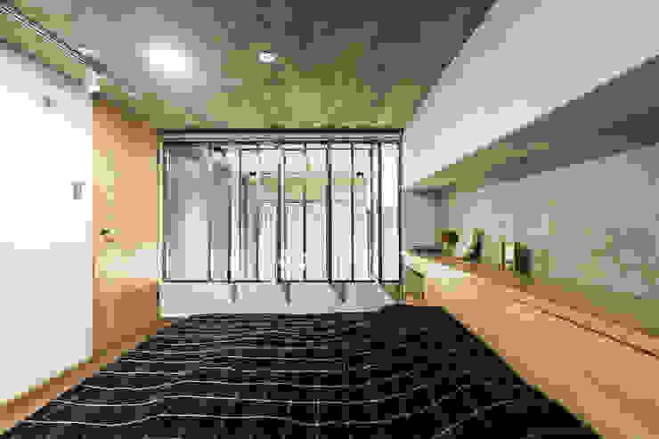 Z+SQUARE DESIGN / 正工設計 Dormitorios de estilo asiático