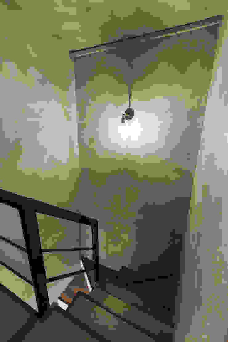 大直-溫馨質樸宅 亞洲風玄關、階梯與走廊 根據 Z+SQUARE DESIGN / 正工設計 日式風、東方風