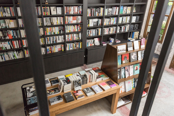 獨立書店:浮光 根據 Z+SQUARE DESIGN / 正工設計 工業風