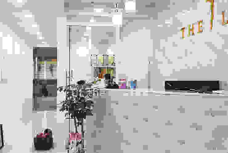 깔끔하고 럭셔리한 무용 댄스 학원 인테리어 모던스타일 서재 / 사무실 by 디자인 아버 모던