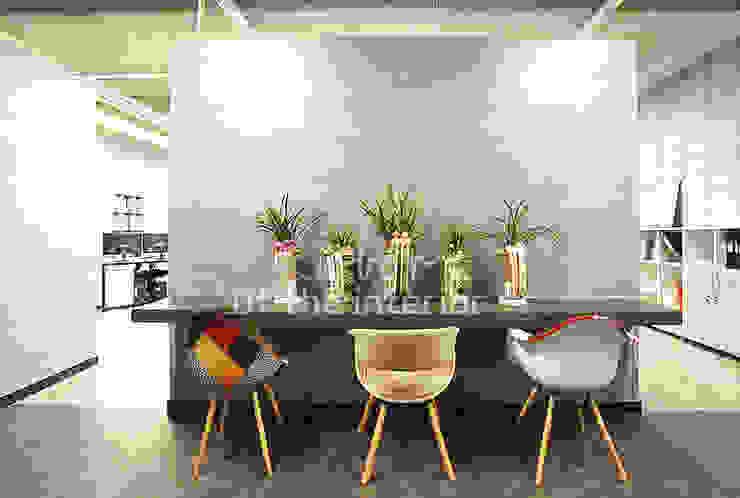 모던하고 세련된 사무실 인테리어 모던스타일 서재 / 사무실 by 디자인 아버 모던