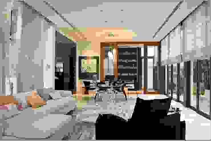 Open Concept Living Room and Dining Room:modern  oleh E&U, Modern