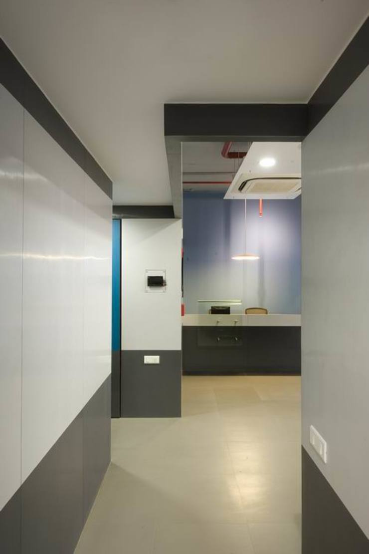 Reception by Studio - Architect Rajesh Patel Consultants P. Ltd Modern