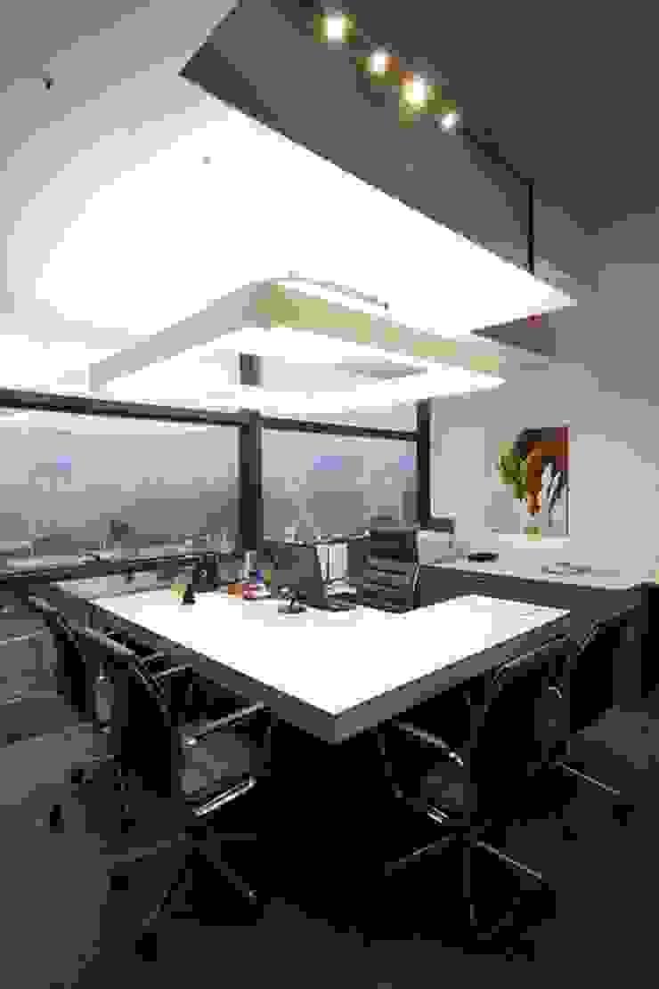 Director's Cabin by Studio - Architect Rajesh Patel Consultants P. Ltd Modern