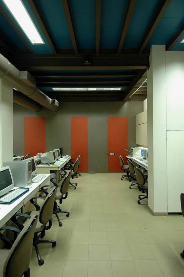 Office space by Studio - Architect Rajesh Patel Consultants P. Ltd Modern