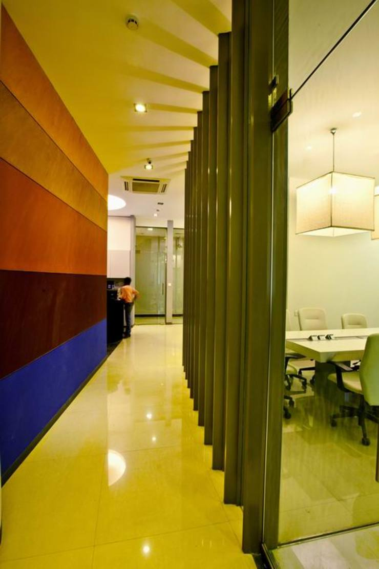 Corridor/Cubicles Studio - Architect Rajesh Patel Consultants P. Ltd Commercial Spaces