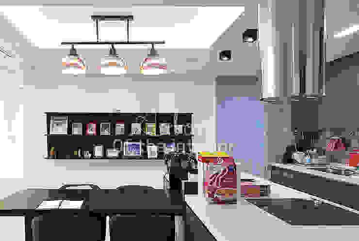 파란색으로 포인트주기. 40평대 아파트 실내 인테리어 스칸디나비아 주방 by 디자인 아버 북유럽