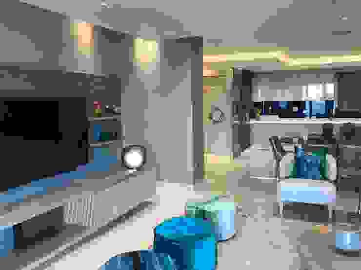 Lounge by Karen Robert