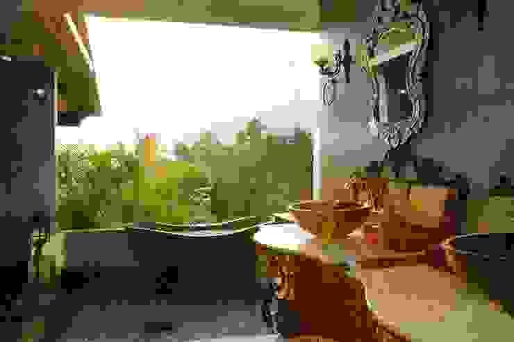 vintage bedroom 2 Kamar Mandi Gaya Eklektik Oleh Credenza Interior Design Eklektik