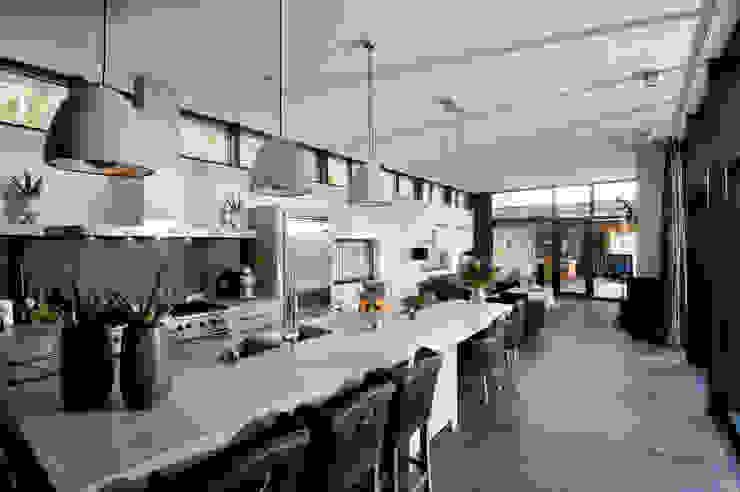 Villa Bleiswijk keuken en eetkamer Moderne keukens van Studio Leon Thier architectuur / interieur Modern Tegels