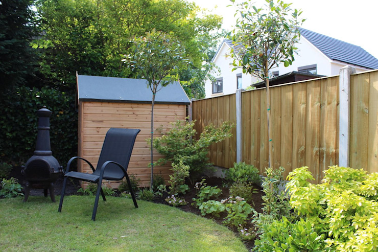 Standard trees increase privacy in this garden Garden Ninja Ltd Jardines de estilo moderno