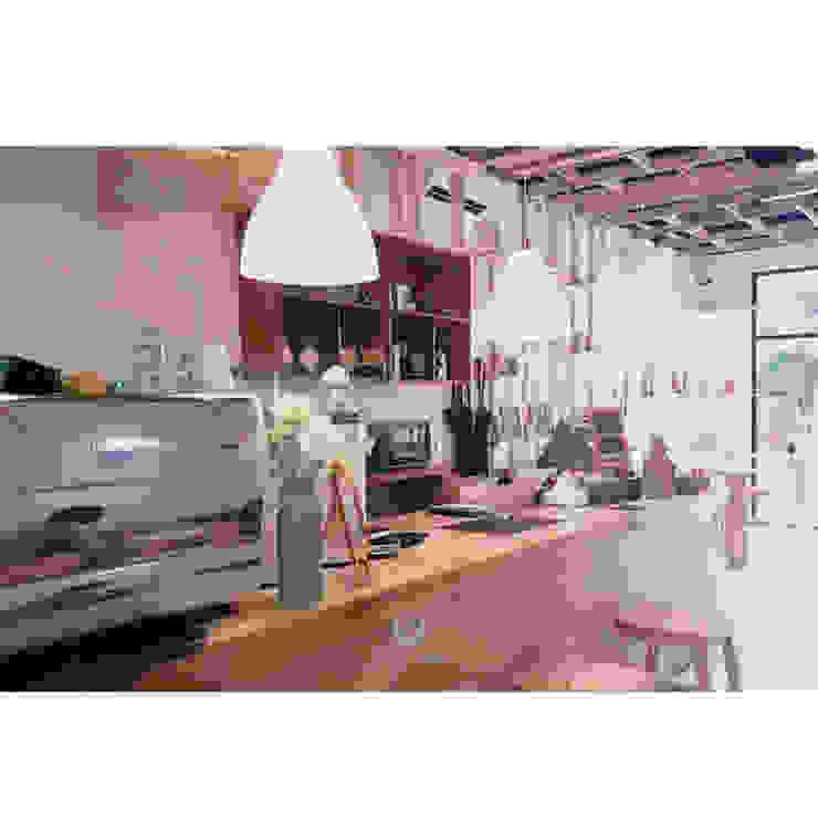 cafeeiro 05 Ruang Komersial Gaya Eklektik Oleh Studio AKU Eklektik Kayu Wood effect