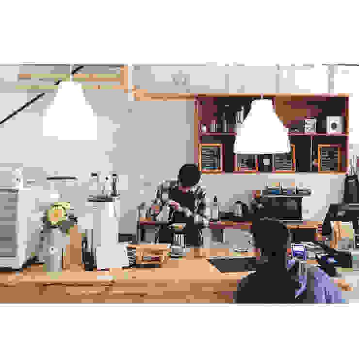 Cafeeiro 06 Ruang Komersial Gaya Eklektik Oleh Studio AKU Eklektik Kayu Wood effect