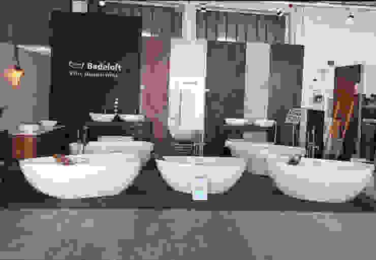 Badeloft Showroom in Frankfurt: modern  von Badeloft GmbH - Hersteller von Badewannen und Waschbecken in Berlin,Modern