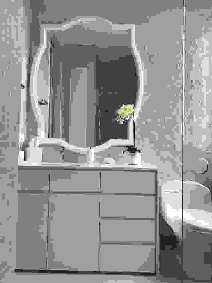 Phòng tắm phong cách chiết trung bởi Ecologik Chiết trung gốm sứ