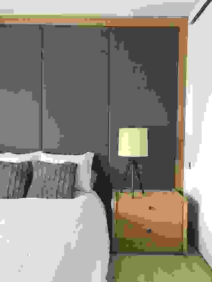 Phòng ngủ phong cách tối giản bởi Ecologik Tối giản Gỗ Wood effect
