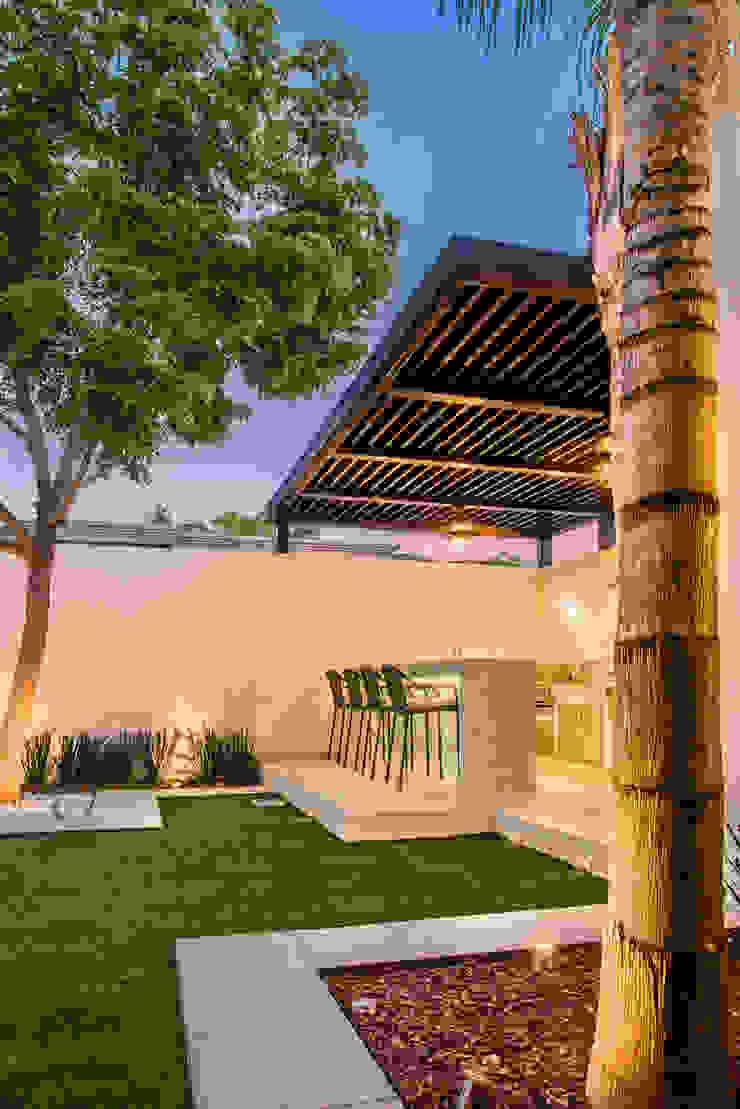 Área exterior MCP S2 Arquitectos Jardines modernos