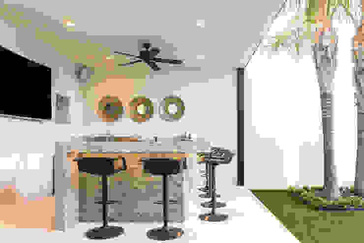 Modern balcony, veranda & terrace by S2 Arquitectos Modern