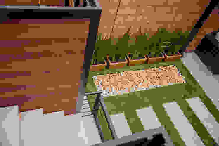 Área Exterior SFM Jardines modernos: Ideas, imágenes y decoración de S2 Arquitectos Moderno