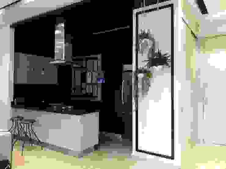 Diseño y construccion (Reforma y remodelacion) - Apto de soltero - Barranquilla: Cocinas de estilo  por Savignano Design,