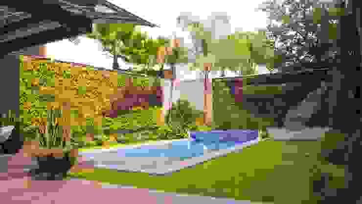 Jardines de estilo moderno de MÁS HÁBITAT Moderno