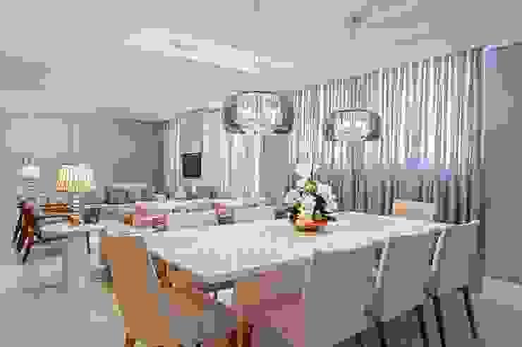 Ruang Makan Modern Oleh Carolina Kist Arquitetura & Design Modern