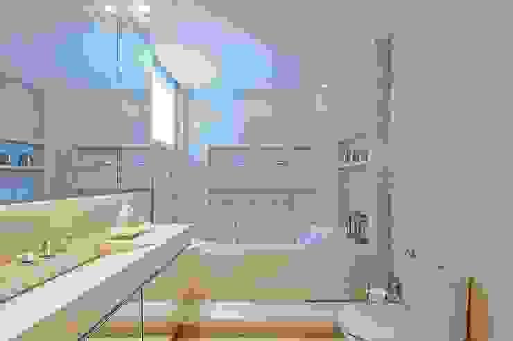 Kamar Mandi Modern Oleh Carolina Kist Arquitetura & Design Modern