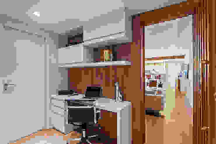Carolina Kist Arquitetura & Design Ruang Studi/Kantor Modern
