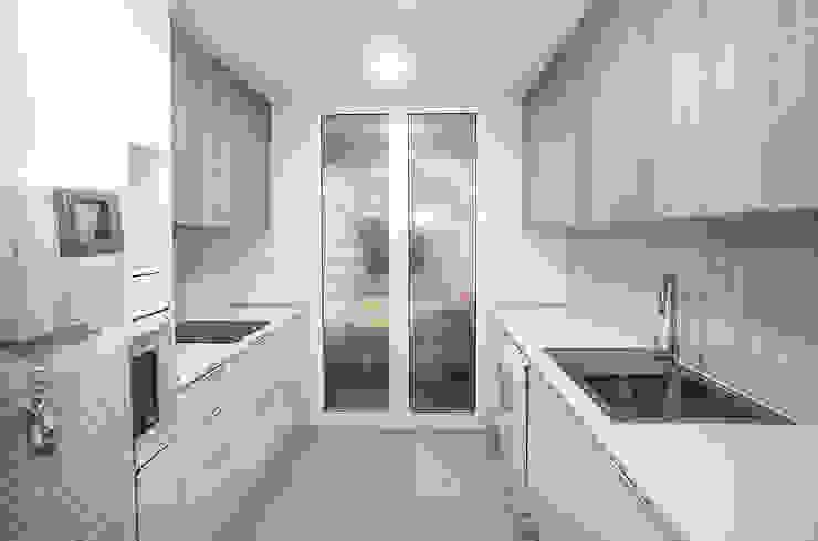Grupo Inventia 現代廚房設計點子、靈感&圖片 塑木複合材料 Wood effect
