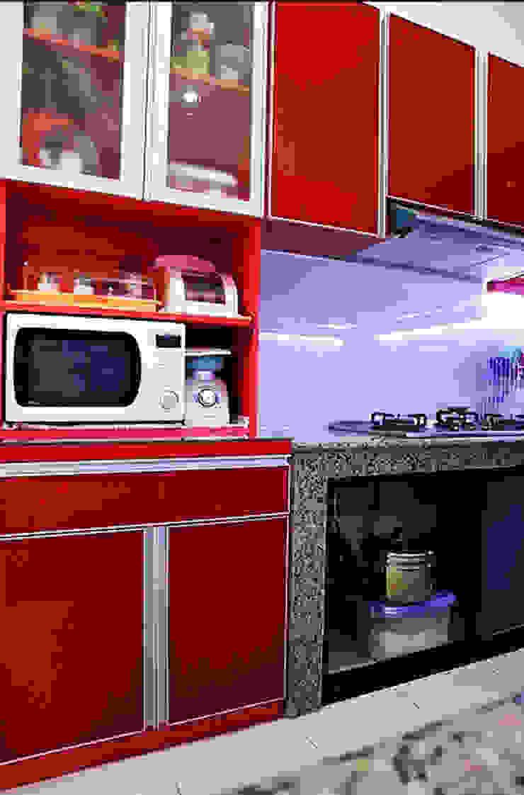 Red Kitchen Dapur Modern Oleh The GoodWood Interior Design Modern
