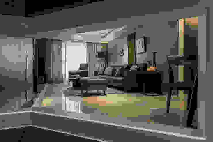 穿透 Modern corridor, hallway & stairs by 存果空間設計有限公司 Modern