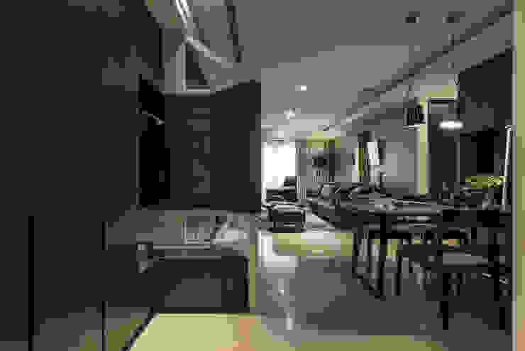 玄關屏風 Modern corridor, hallway & stairs by 存果空間設計有限公司 Modern