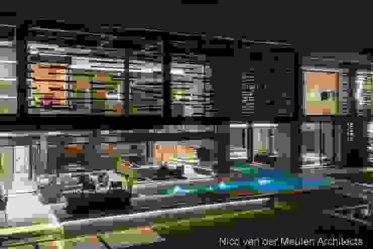Rear Facade & Swimming Pool Modern houses by Nico Van Der Meulen Architects Modern