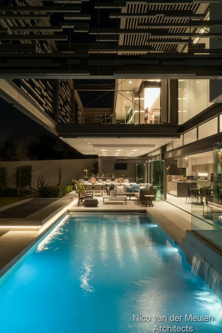 Swimming Pool & Entertainment Area by Nico Van Der Meulen Architects Modern