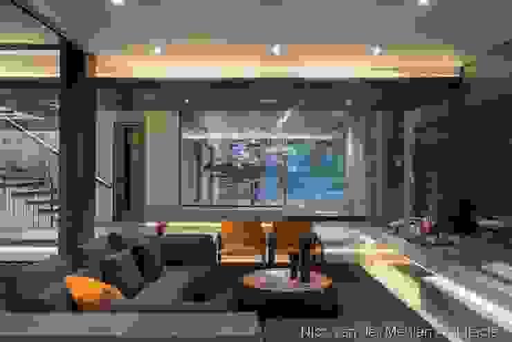 Formal Lounge & Entrance Modern living room by Nico Van Der Meulen Architects Modern