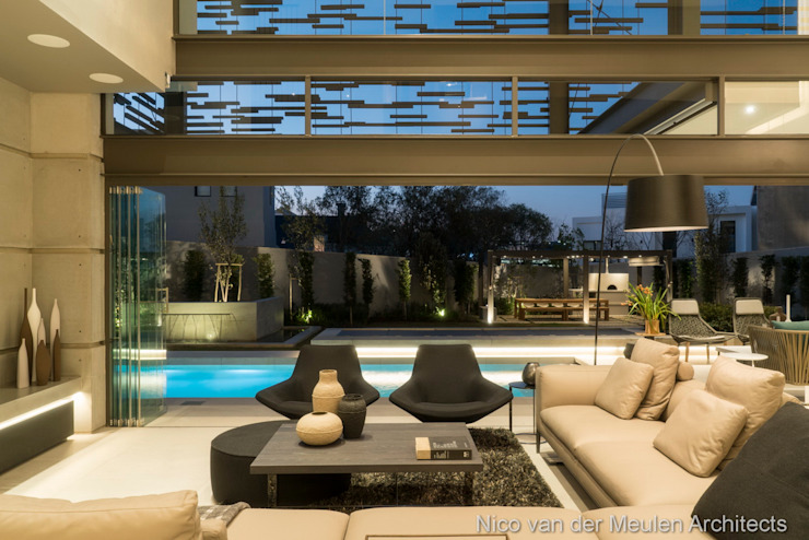 TV Lounge & Outdoor Modern living room by Nico Van Der Meulen Architects Modern