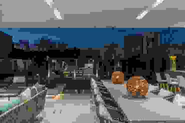 Outdoor Dining Modern dining room by Nico Van Der Meulen Architects Modern