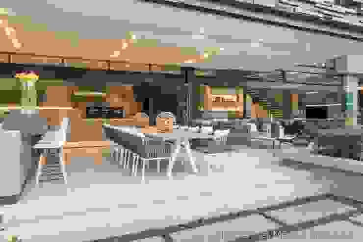 Outdoor Entertainment by Nico Van Der Meulen Architects Modern