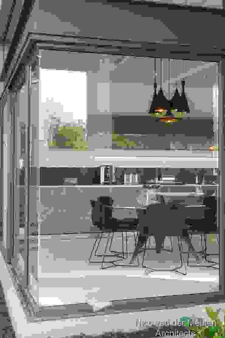 Breakfast Nook Modern dining room by Nico Van Der Meulen Architects Modern