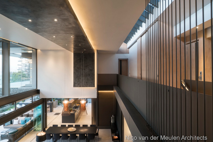 Upstairs Corridor Modern Corridor, Hallway and Staircase by Nico Van Der Meulen Architects Modern