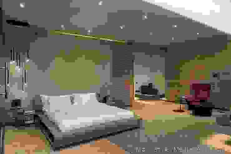 Main Bedroom Modern style bedroom by Nico Van Der Meulen Architects Modern