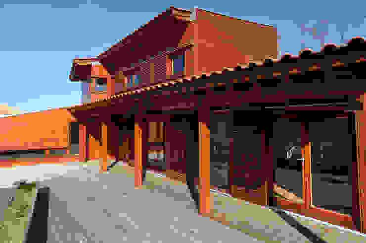 RUSTICASA | Casa unifamiliar | Sintra por RUSTICASA Moderno Madeira Acabamento em madeira