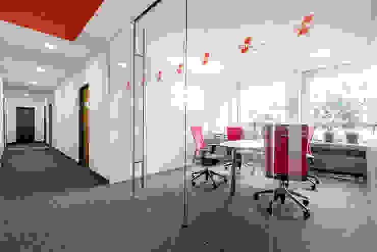 Ohlde Interior Design Modern office buildings Glass White
