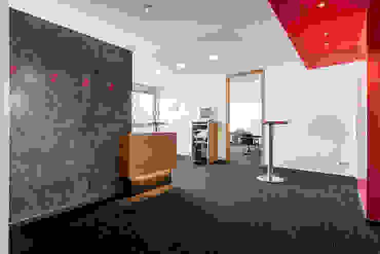 Ohlde Interior Design Modern office buildings Wood-Plastic Composite Black