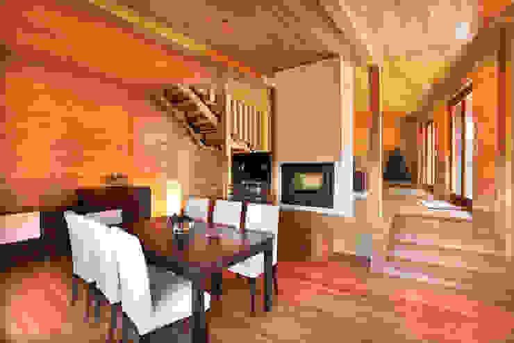 Moderne Esszimmer von RUSTICASA Modern Holz Holznachbildung