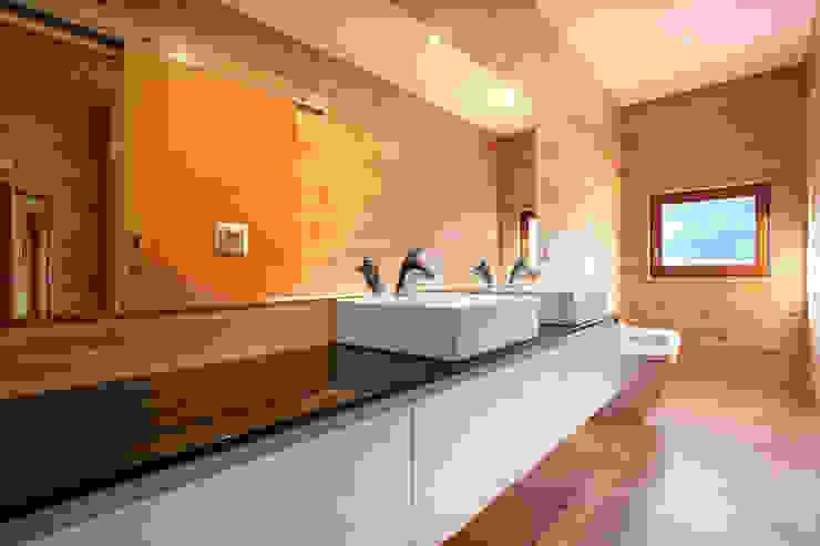 Baños de estilo moderno de Rusticasa Moderno Madera Acabado en madera
