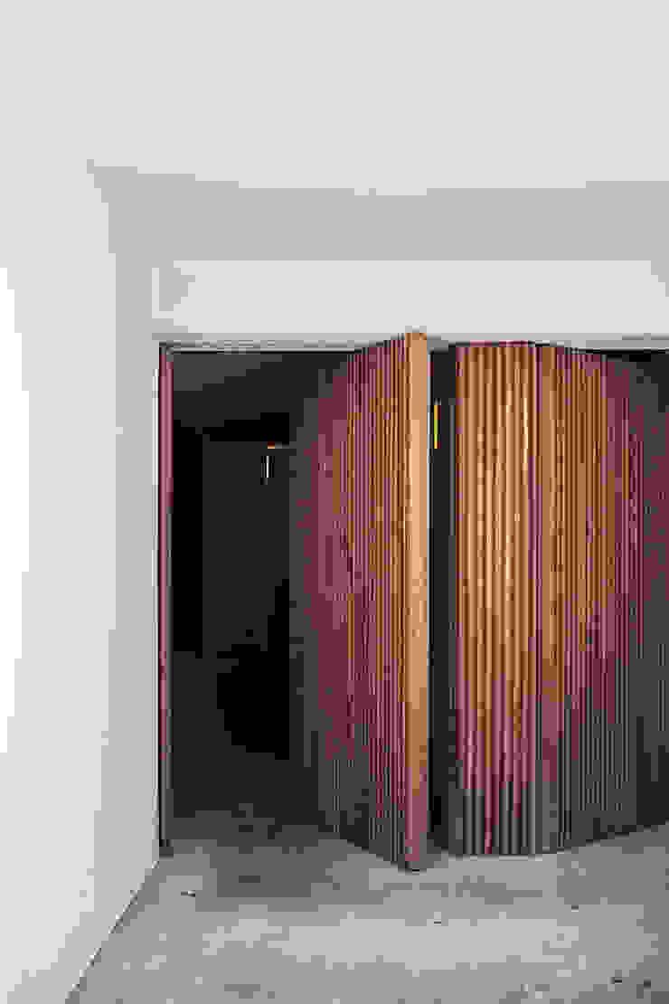 根據 Alejandro Giménez Architects 日式風、東方風 木頭 Wood effect
